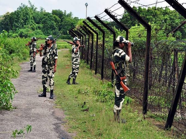 Centre replacing fences along Pakistan and Bangladesh borders