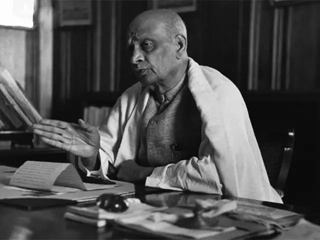 sardar vallabhbhai patel, sardar vallabhbhai patel information, sardar vallabhbhai patel biography, sardar patel in marathi, integration, Integration of Princely States, independence, nizam of hyderabad, paramountcy, vp menon, सरदार वल्लभभाई पटेल, ब्रिटिश, व्ही.पी. मेनन, लॉर्ड माऊंट बॅटन